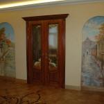 Расписать стену не сложно, но для этого желательно получить начальное художественное образование, а потом высшее, что бы хоть чуть-чуть разбираться в линейной и воздушной перспективе и композиции. Эта роспись стен дома связана с историей Москвы.