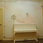 1 В детской комнате можно изобразить портрет на стене вашего ребенка.