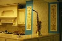 Интерьер стен и роспись стен (по цветовой гамме) должны дополнять друг друга