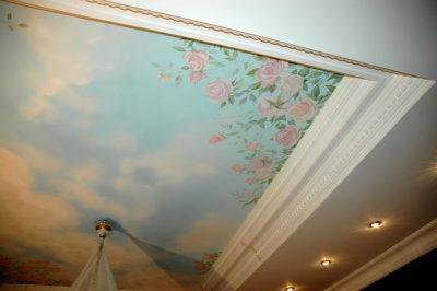 Роспись потолков украсит интерьер любого дома. Желательно, что бы высота потолка была не менее 3 метров, тогда рисунки на потолке будут видны без искажений.Если вы еще не заказали роспись стен и потолков, тогда вам к нам! Мы- профессиональные художники с классическим образованием и большим опытом работ. Мы знаем, что нужно стенам вашего дома!