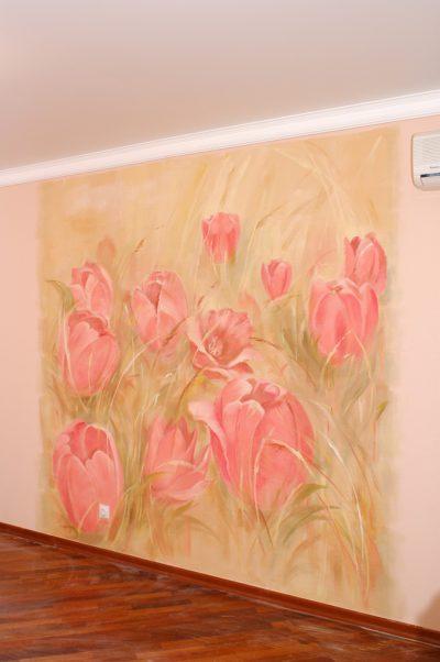 Если вы сомневаетесь, какими цветами покрасить стену, обратитесь к нам. Мы подберем цветы под ваш вкус, а цветы подберут и цвет. Цветы в интерьере- это и картины, и орнаменты, и живопись, и рисунок.