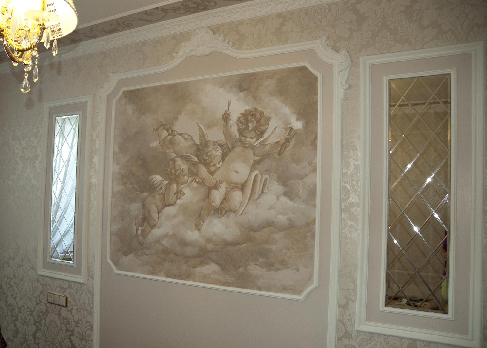 Художественная роспись на стене необходима в классическом интерьере