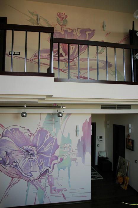 Как украсить стену? Можно нарисовать цветы на стене.