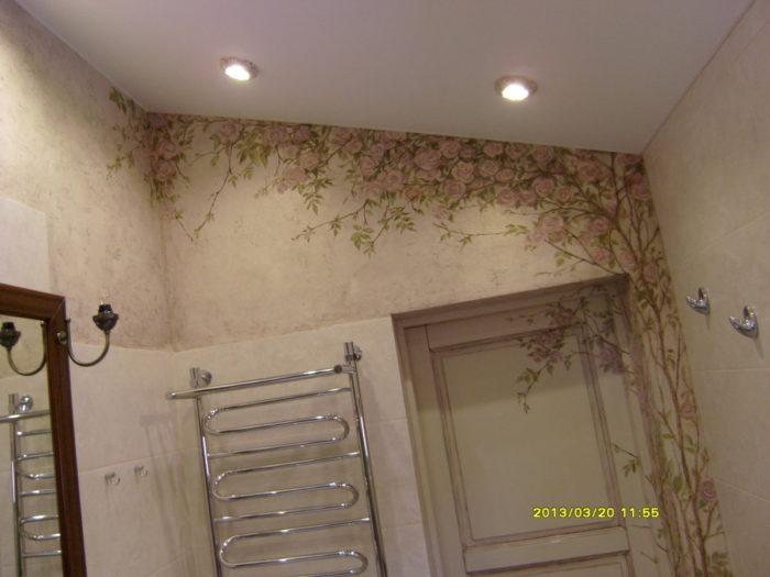 . Отделка декоративной штукатуркой и мастерство художников поможет Вам связать стены и предметы интерьера в единый неповторимый стиль. Цветы на стене актуальны для любого интерьера
