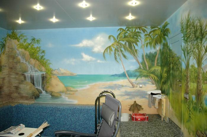 Если вы устали от скупого солнца средней полосы, вам необходимы краски теплого моря. Роспись интерьера бассейна в данном помещении представляет собой панораму вымышленного пейзажа.