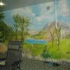 . Роспись стен удачно маскирует и двери