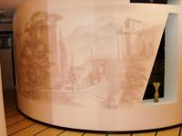 Роспись стен в квартире сочетается с дизайном данной квартиры и по архитектуре стены и по цвету.