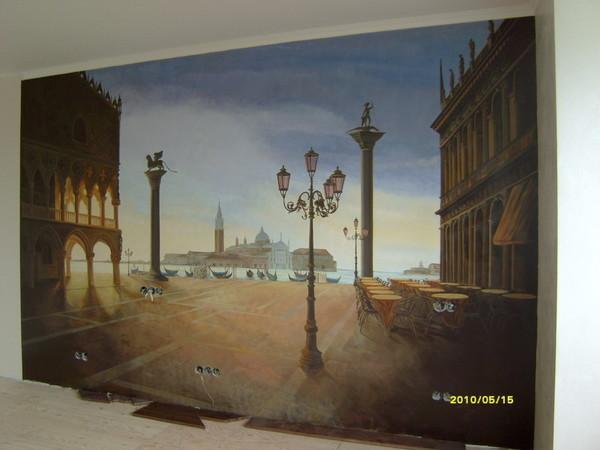Художественные стены – это обязательно роспись, но не обои.