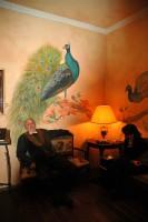 Роспись интерьера ресторана может быть, как художественной, так и декоративной
