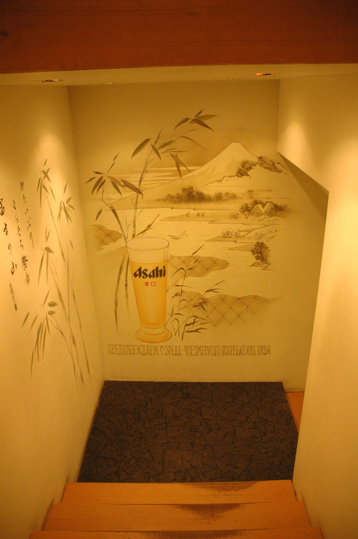 В рисунки на стенах можно гармонично вписать рекламу
