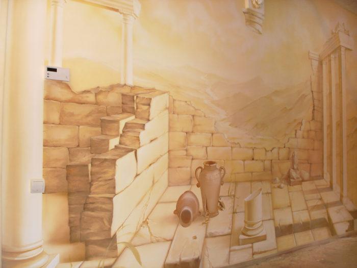 Рисунки на стенах могут быть выполнены не только карандашами, но и кистью с красками