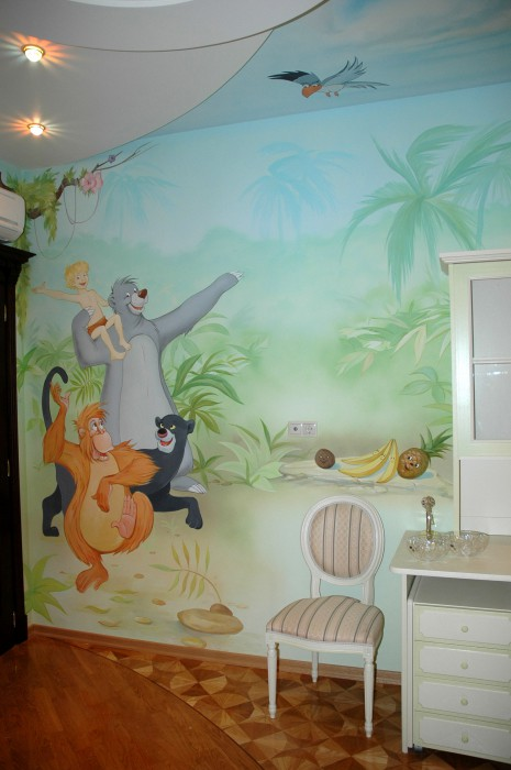Роспись детской комнаты по мотивам мультфильма должна включать в себя всех главных персонажей, поэтому здесь задействована еще и роспись потолка