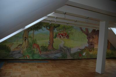 Сказка всегда увлекательна и загадочна и роспись в детской- это прежде всего ваш волшебный мир.
